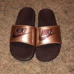 Woman's Nike Benassi slides ☺️